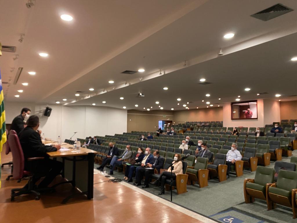 Presidente do Conselho Federal de Medicina reúne-se com diretores e conselheiros do Cremego